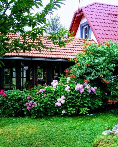 Village House Flowerside