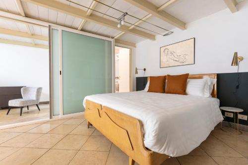 A bed or beds in a room at Sonder — The Borgia Steps