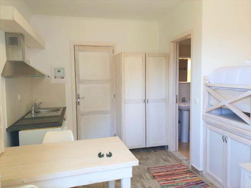 A kitchen or kitchenette at Kathys Island Retreat