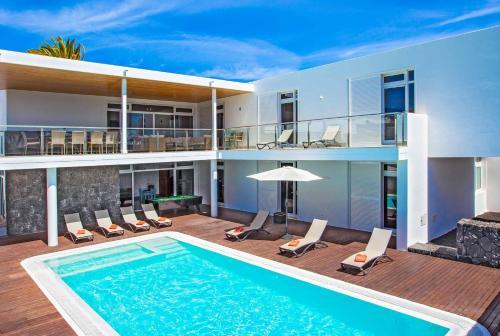 Het zwembad bij of vlak bij Villa Capri