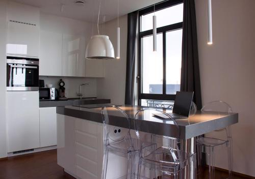 A kitchen or kitchenette at Smartflats Premium - High Street