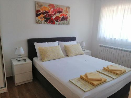A bed or beds in a room at Apartments M&B
