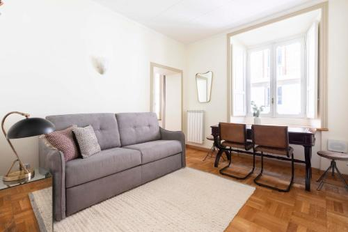 A seating area at Sonder — Repubblica