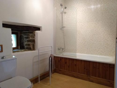 Salle de bains dans l'établissement Gites de St Leon