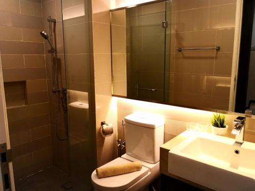 A bathroom at One Bukit Ceylon by Homes Asian