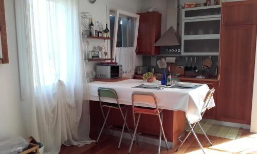 A kitchen or kitchenette at Appartamento Ca' Zorzi