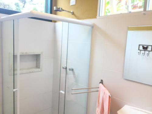 Um banheiro em Chalés da Casa Centenaria