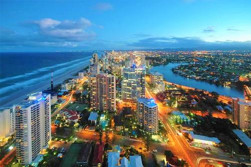 A bird's-eye view of Queensland's Tallest Resort Hamilton Avenue Surfers Paradise