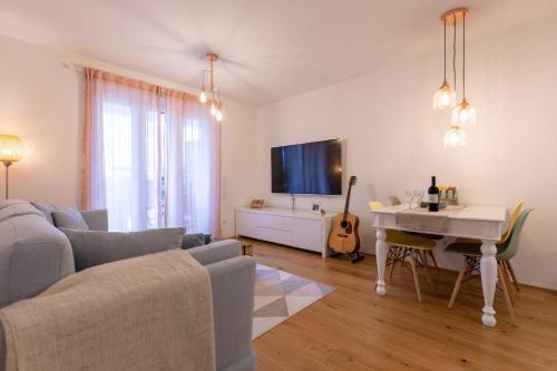 A seating area at Messe und City Apartment mit 25 m² Garten Lounge