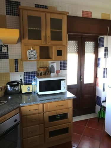 Kuchnia lub aneks kuchenny w obiekcie Fataunços Holiday House