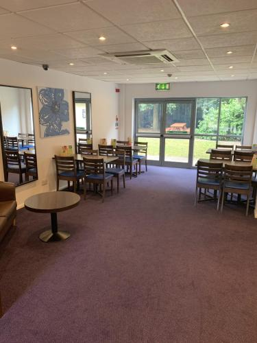 A restaurant or other place to eat at Days Inn Hotel Donington