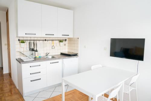 Kuchyň nebo kuchyňský kout v ubytování Apartment by Jassi