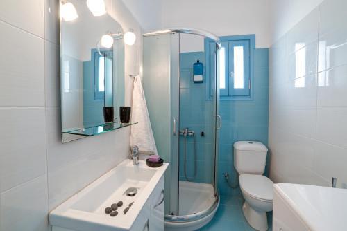 A bathroom at Adelphi Apartments