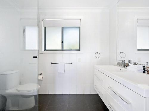 A bathroom at Luxury Waterfront Home In Surfers Paradise