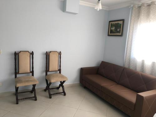 A seating area at Apartamento Cavalheiro Pitangueiras