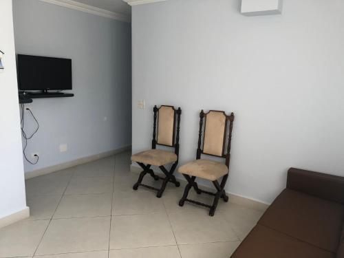A television and/or entertainment center at Apartamento Cavalheiro Pitangueiras