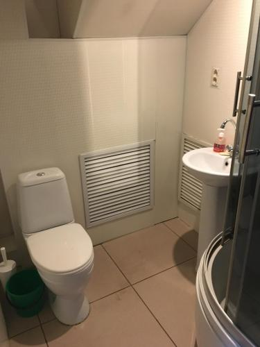 A bathroom at СЕРЕНАДА