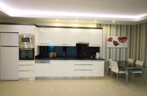 Virtuvė arba virtuvėlė apgyvendinimo įstaigoje Konak Seaside Homes