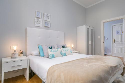 A bed or beds in a room at Downtown by Forever Rentals