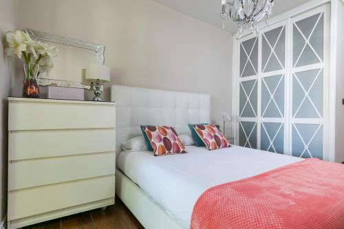 A bed or beds in a room at Paseo Arenal by Forever Rentals