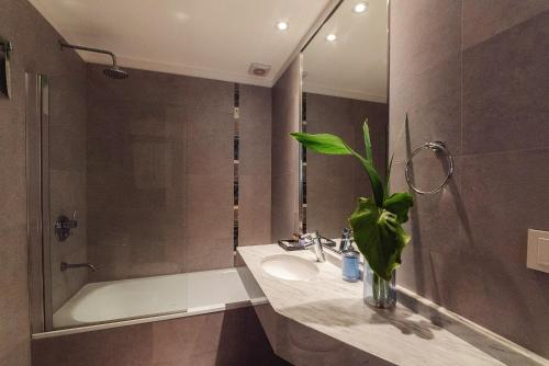 Um banheiro em ARC Arenales Studios & Suites