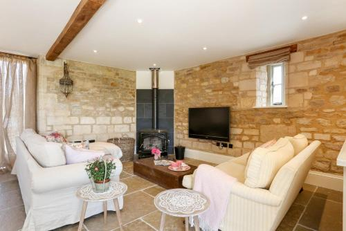 A seating area at Classic Family Barn Conversion in Radcot