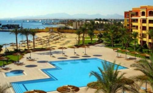 A view of the pool at Studio in top compound on the sea or nearby