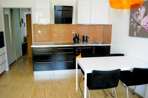 A kitchen or kitchenette at The Family's Nest