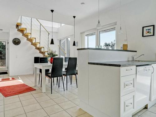 A kitchen or kitchenette at Three-Bedroom Holiday home in Åfarnes