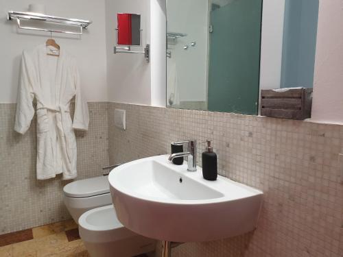 A bathroom at De Angeli Dream House