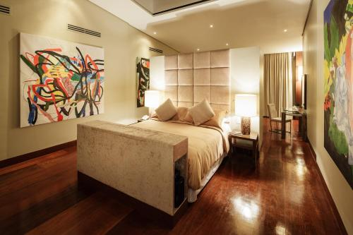A bed or beds in a room at Under the Stars Luxury Apartment
