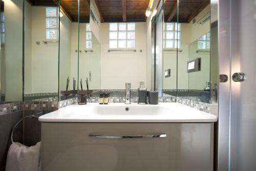 A bathroom at 88 Lavatore