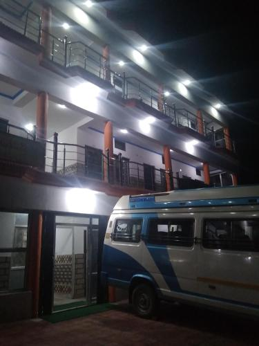 Hotel Vishnu Palace Khumera Guptakashi Gupta Kashi