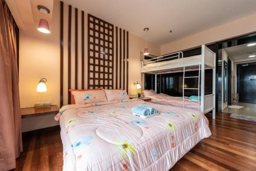 A bed or beds in a room at Sunway Resort @ Sunway Pyramid