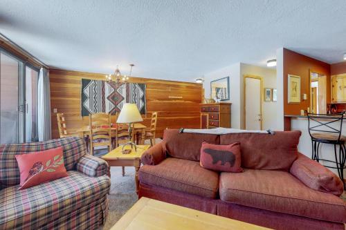 A seating area at Montezuma Condominium 1758