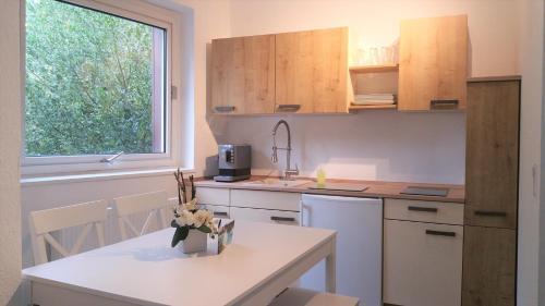 Küche/Küchenzeile in der Unterkunft HOLI DAY SPA Appartement