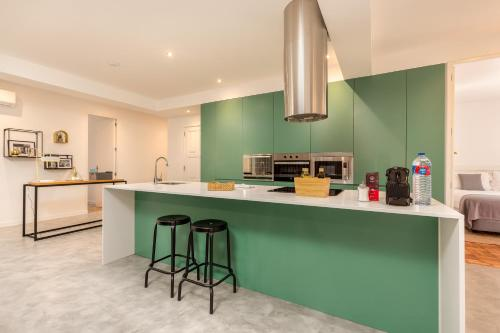 A kitchen or kitchenette at Feel Porto Vintage Townhouses