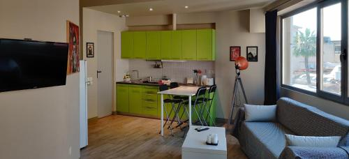 Η κουζίνα ή μικρή κουζίνα στο Athens Suites