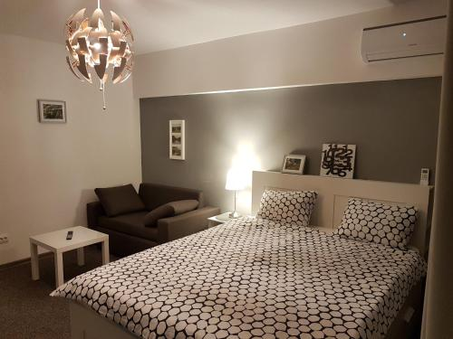 A bed or beds in a room at Marcos Apartments