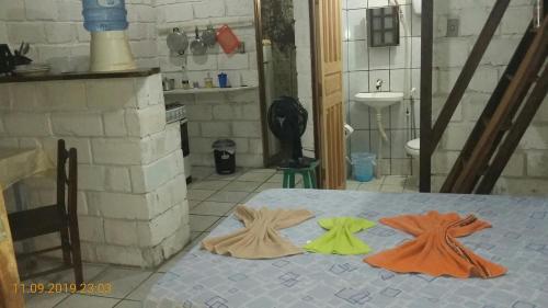 Een bed of bedden in een kamer bij Quitinetes Rusticas Junto a Natureza - Bruxas e Bruxos
