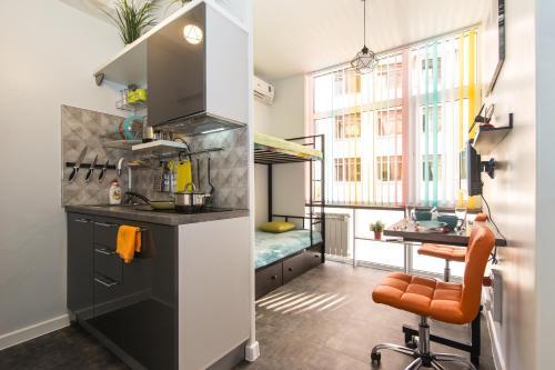 Кухня или мини-кухня в Студия для бизнеса