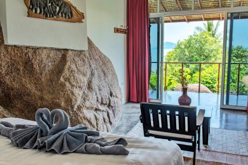 A bed or beds in a room at Rocks Villa - Breathtaking sea view - Swimming Pool - Beach side