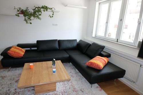 A seating area at Fewo am Josephsplatz