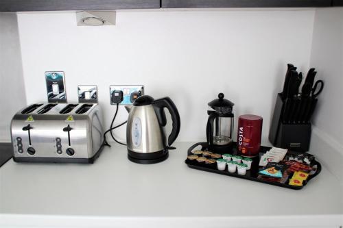 Coffee and tea-making facilities at Cranstone Lodge