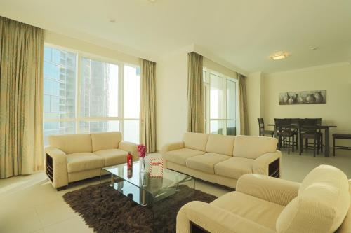 A seating area at OYO Home 267 2BHK Al Bateen Residences JBR