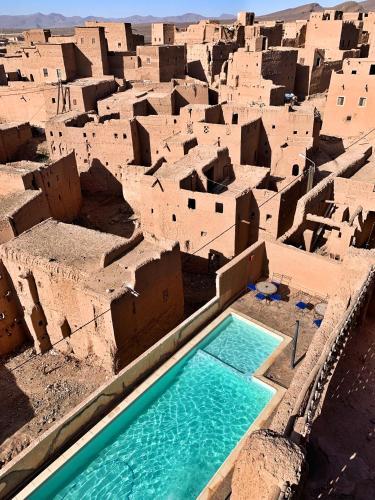 Vue sur la piscine de l'établissement Kasbah Oulad Othmane ou sur une piscine à proximité