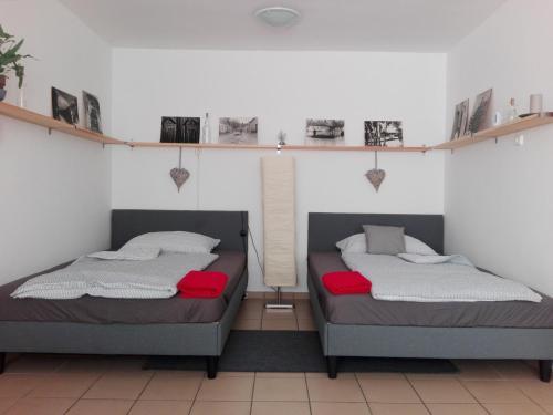 A bed or beds in a room at Borálom Apartman Tokaj