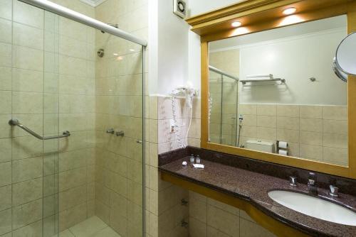 A bathroom at Toscana Gramado Flat