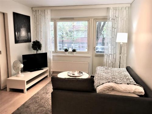 A seating area at Kotimaailma Apartments Lahti