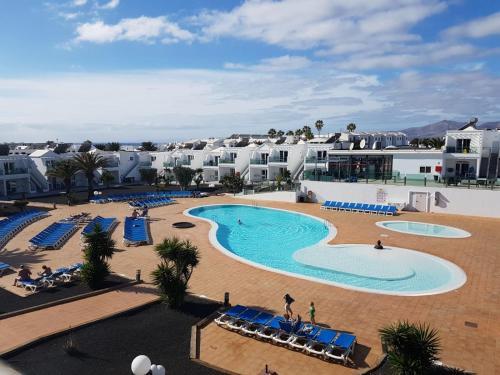 Uitzicht op het zwembad bij Blue Sea Lanzarote Palm of in de buurt